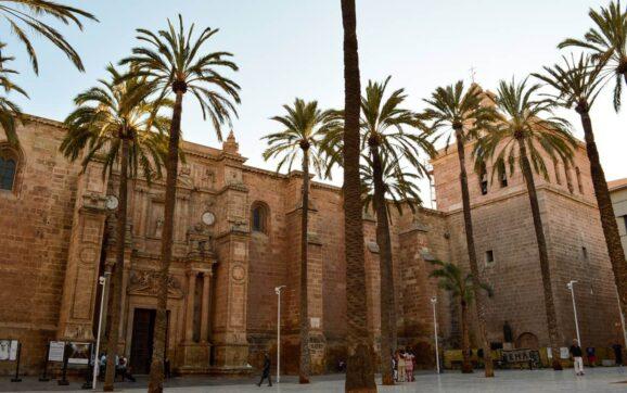 Plaza de la Catedral de Almería.   Esperanza Murcia/QVEA